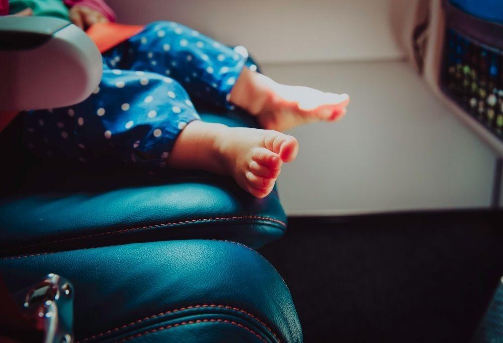 Podróż z małym dzieckiem. O czym pamiętać i jakie akcesoria warto zabrać?